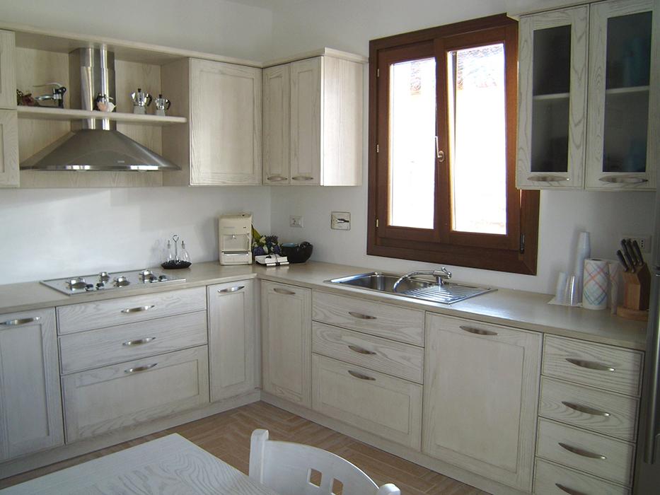 Mobili porte infissi scale su misura olbia sardiniarredi - Cucina ad angolo con finestra ...