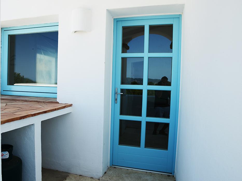 porta finestra celeste in legno