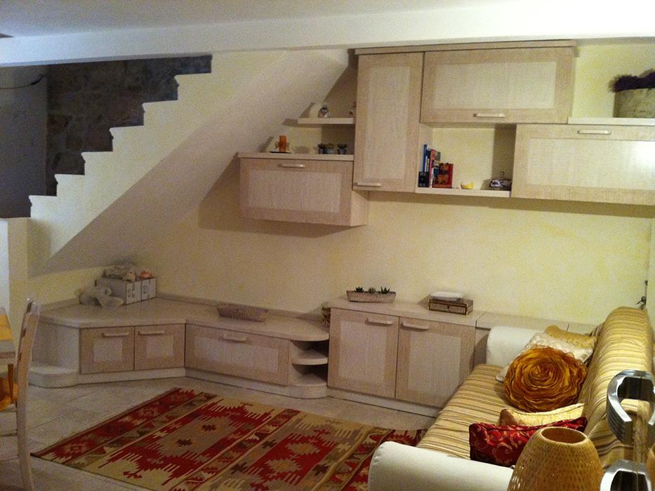 parete attrezzata soggiorno sotto scala