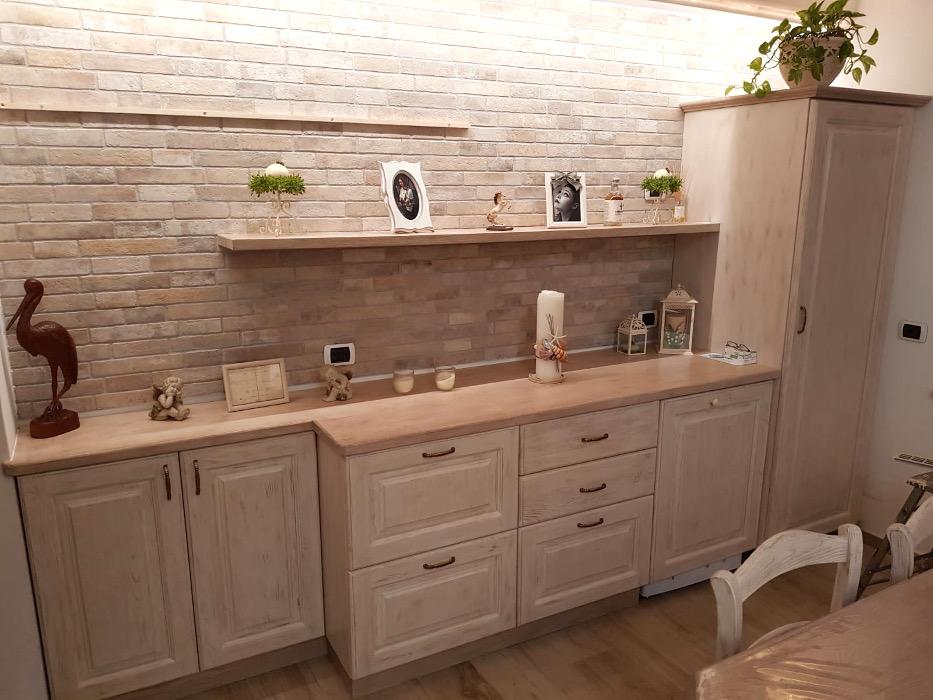 mobile soggiorno base con colonna in legno