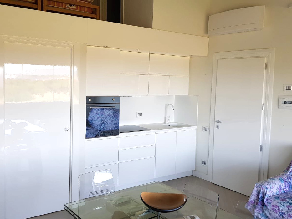 cucina lineare laccata bianca