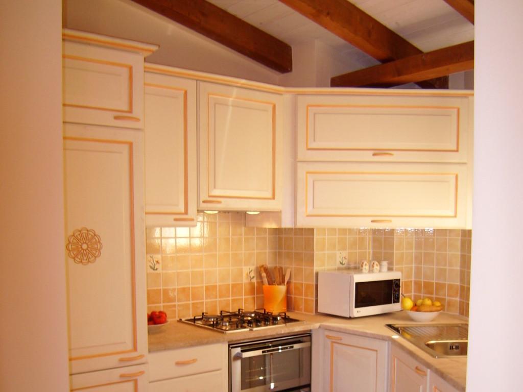 cucina rosone in stile sardo