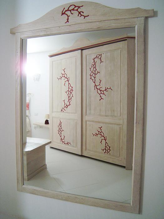camera corallo in legno