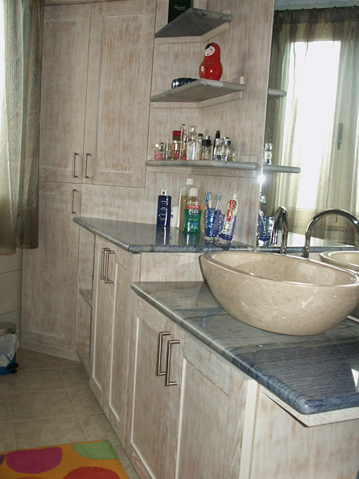 mobile bagno sagomato