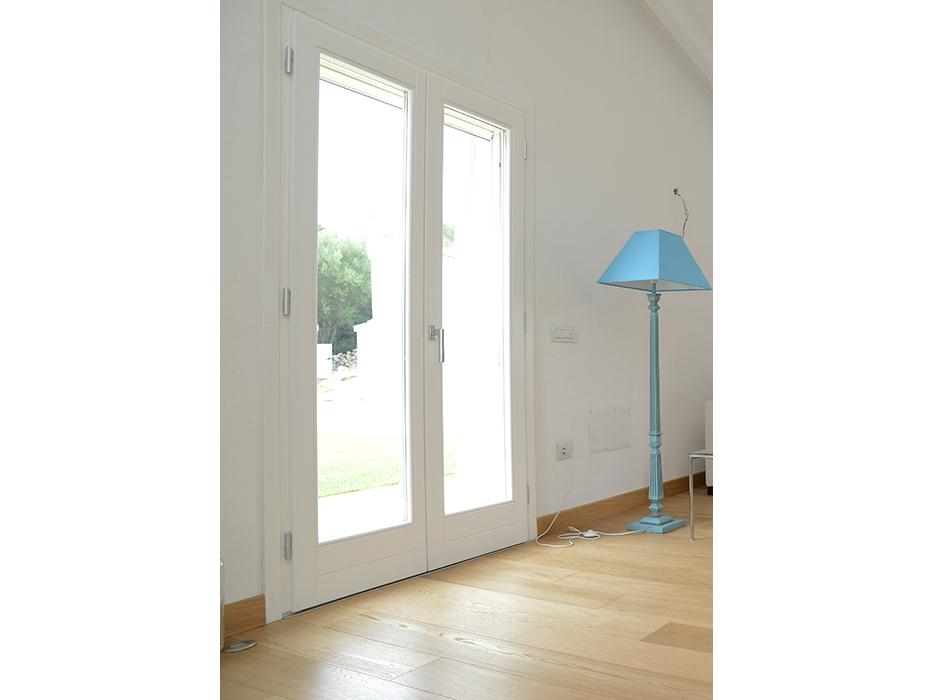 porta finestra bianca in legno
