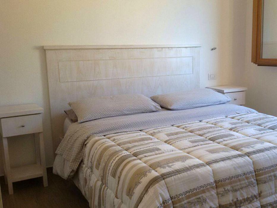 camera da letto in legno moderna