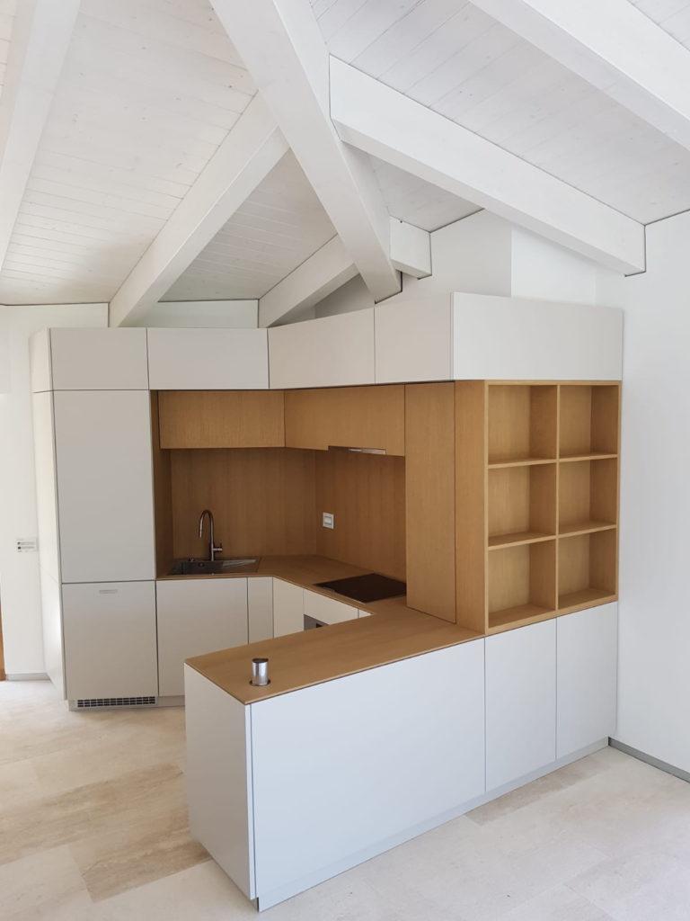 cucina in legno laccata