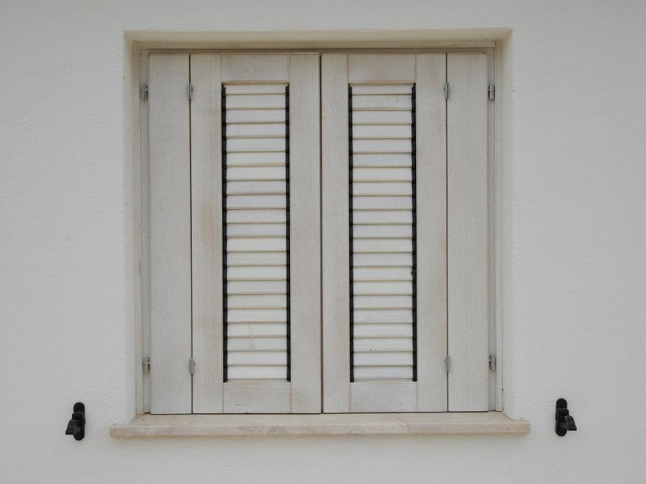 persiana in legno bianca